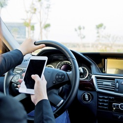 Blog lawsuit demands apple to stop texting while driving on iphone